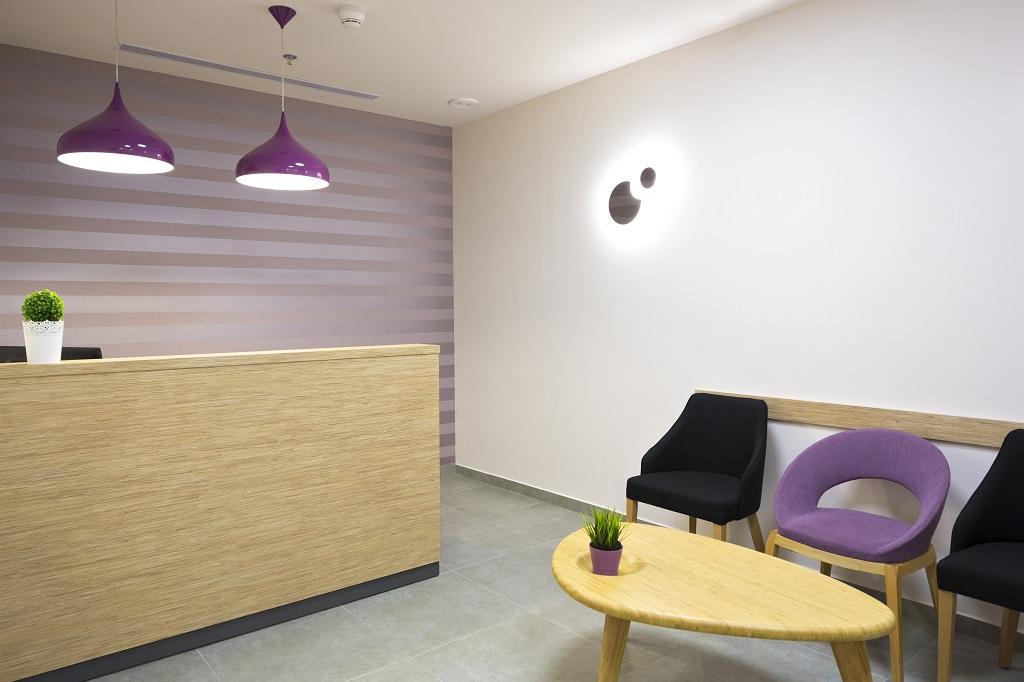 חדר ההמתנה במרפאת השיניים בחולון